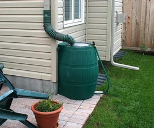 Как сделать отвод воды из бочки