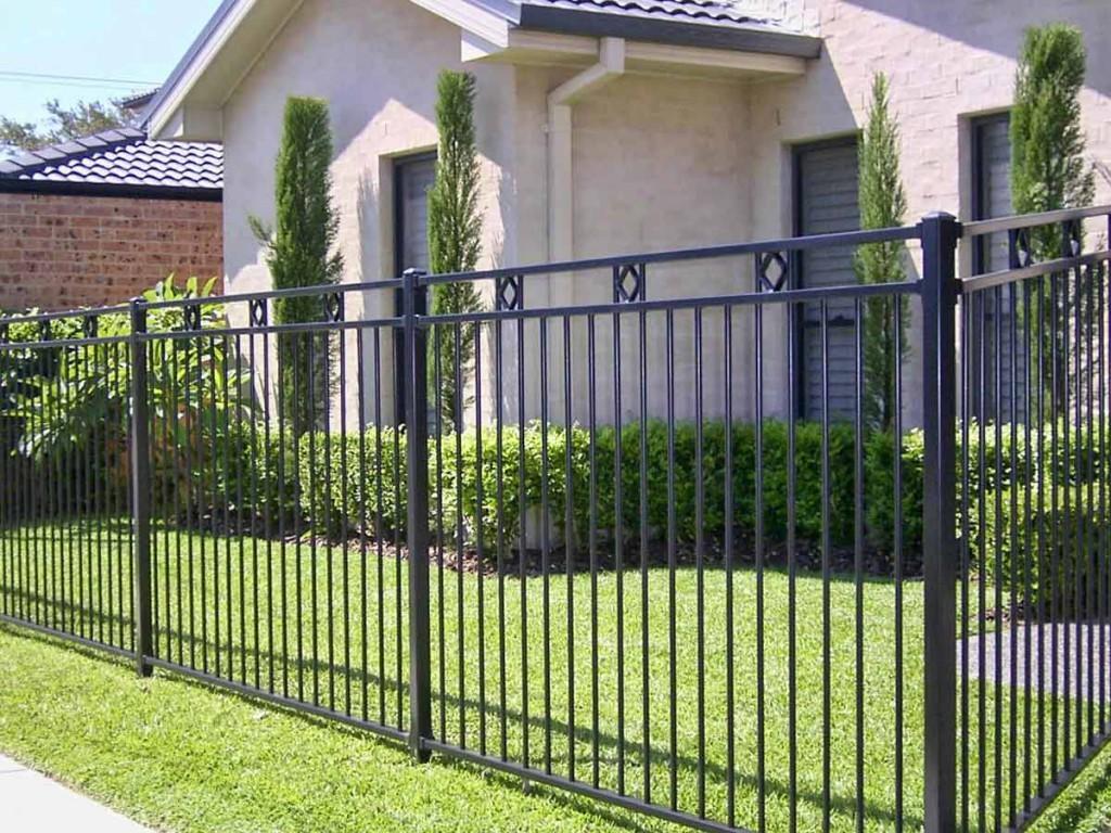 металлический решетчатый забор