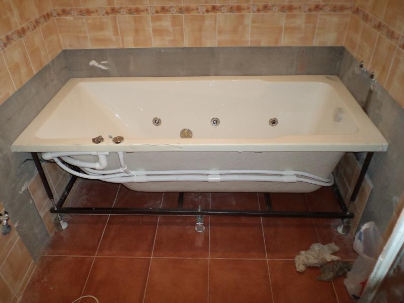 Установка ванны на раму