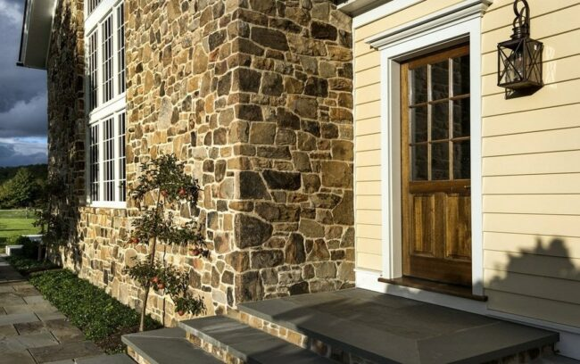Отделка фасада дома облицовочным камнем