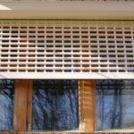 Роллетные решетки в экстерьере зданий