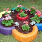 Как красиво оформить сад с помощью покрышек